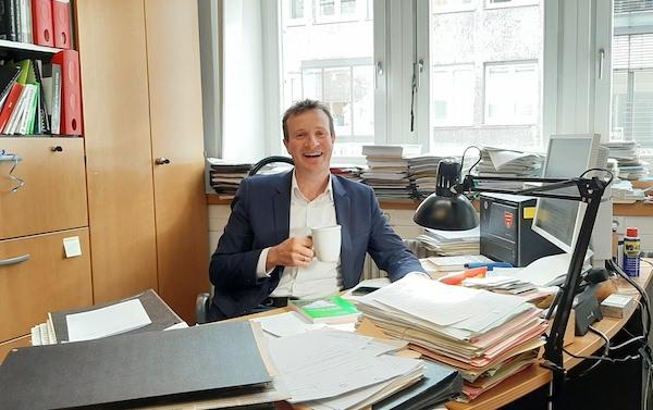 Martin Körner in seinem Büro